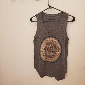 sleeveless gray  top